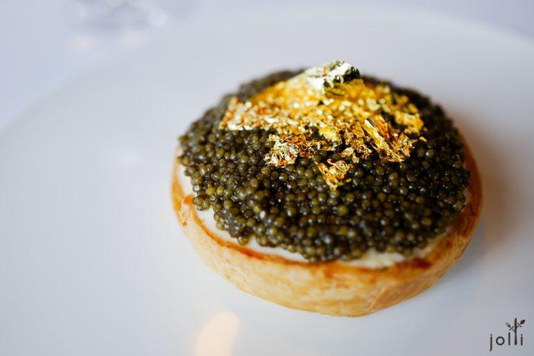 小龍蝦塔配Oscietra魚子醬和金箔