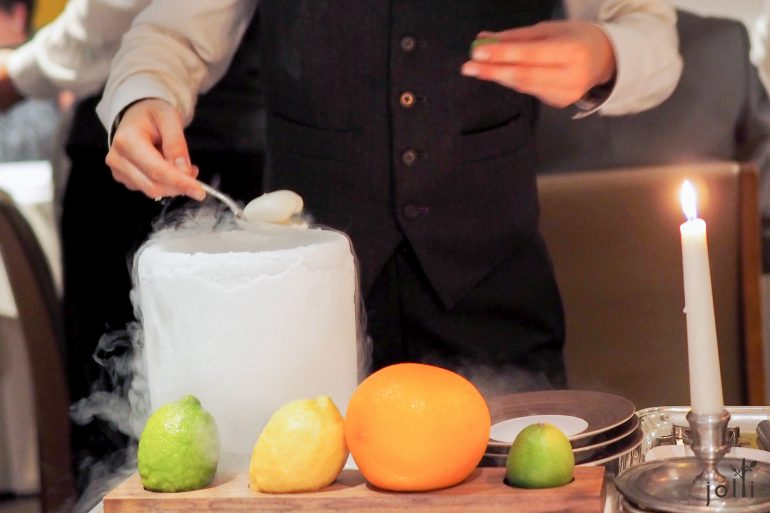液氮鸡尾酒,冷却后形成固体