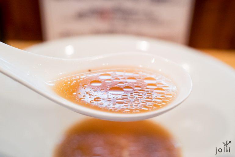 汤的颜色清透发亮