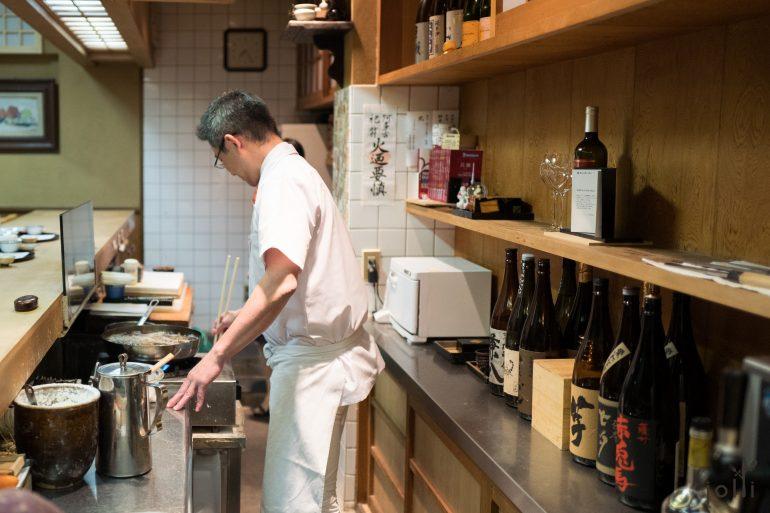 第三代传人榊原俊德用一个油锅炸天妇罗