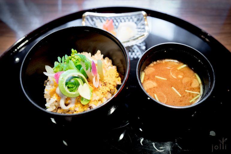 石鲈鱼时蔬饭配味噌汤及腌菜