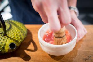 用日本茶道工具炮製印度番茄湯