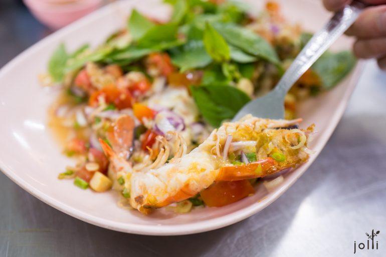 虾肉、虾头膏、酱汁和配料一口吃下