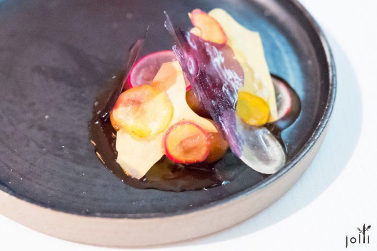 Oca和Mashua根菜,分別有無加工與脆片,還有做成意大利湯糰(Gnocchi),跟接骨木果醬一起吃