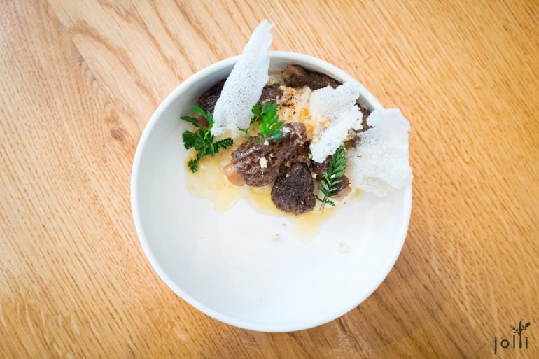 羊肚菌、脆米通及坚果黄油的仿意大利芹菜饭