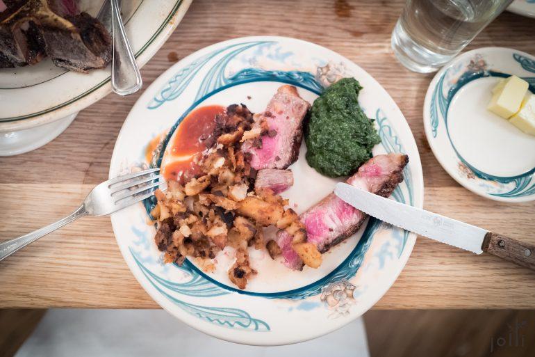 牛排配德國式炸土豆及奶油菠菜