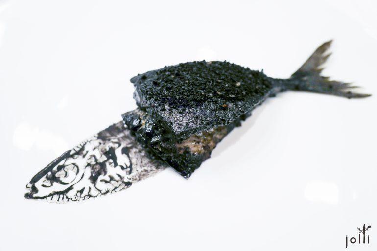 鯖魚-竹炭-扇貝慕斯-小茴香-檸檬-松仁奶