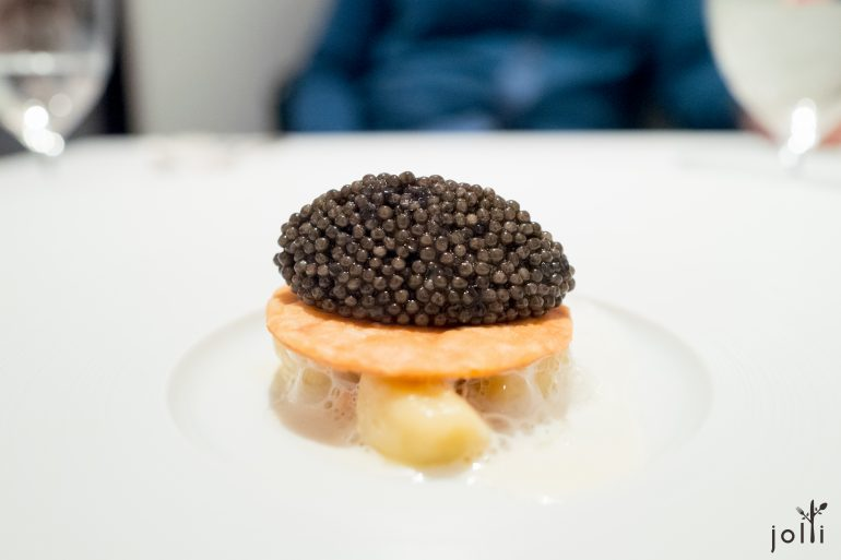 索洛尼鱼子酱-脆饼-土豆丸子-玛思卡普尼干酪-榛子