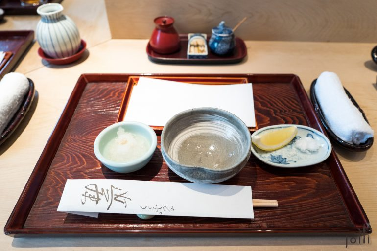 配料有传统的天汁、大根蓉、柠檬及盐