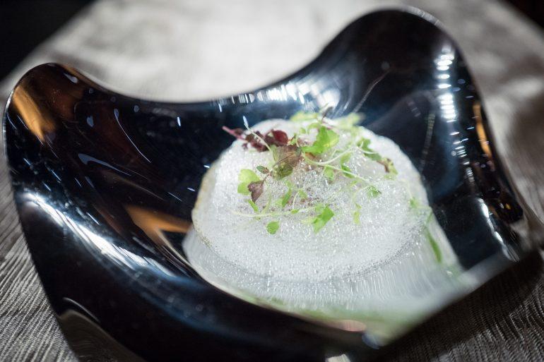姜及梅子酒泡沫-鹅肝- 菠萝-罗望子