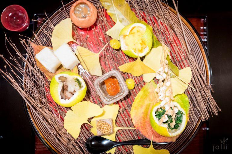 八寸:炸银杏、爆稲穂、鸭肉配芥菜籽、芜青叶伴豆腐、乌贼肉及内脏、乌鱼子、酱油渍蛋黄等等