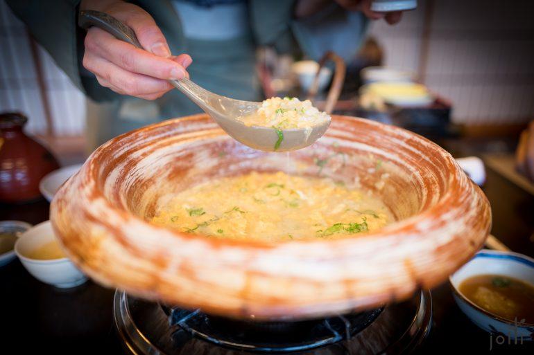 在雞湯加入米飯