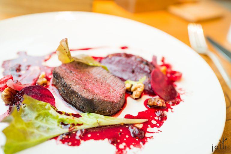北海道鹿肉配以野莓汁