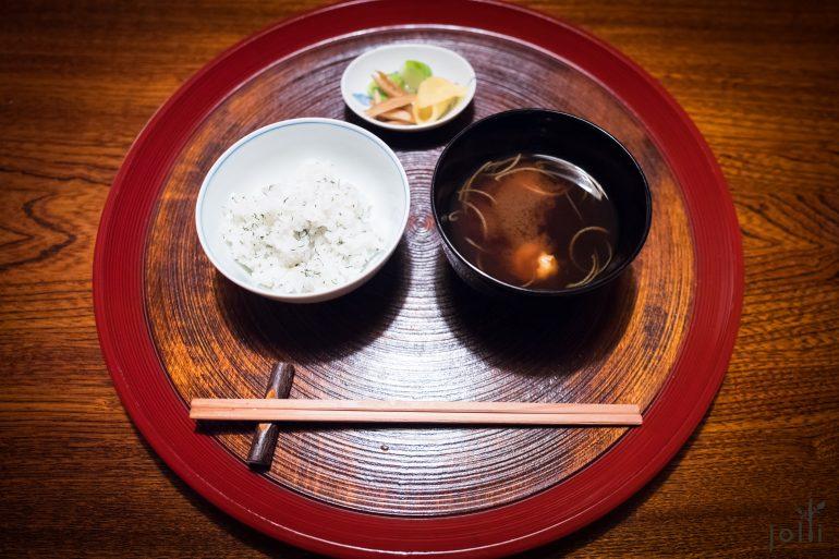 米飯、味噌湯和醃菜
