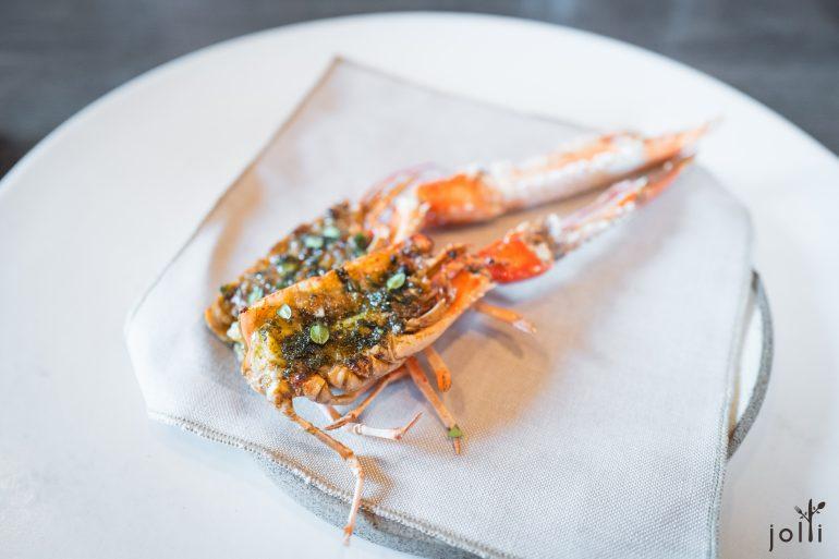 柠檬百里香和黑蒜煎海螯蝦