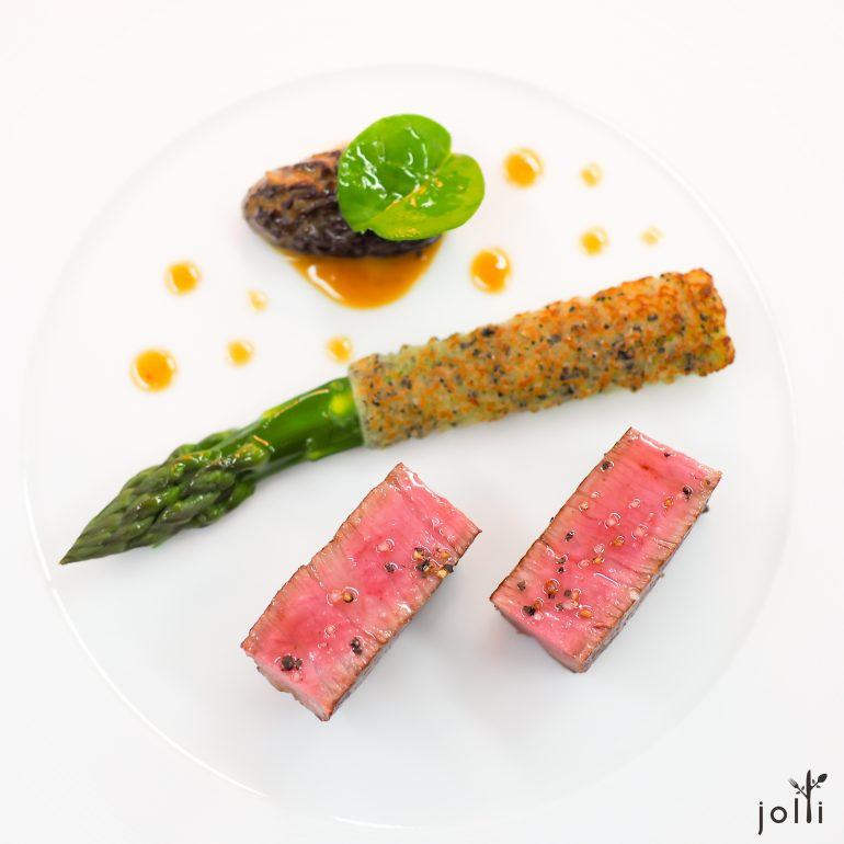 熊本牛菲力-釀羊肚菌-脆松露麵包裹蘆筍-烤肉醬汁