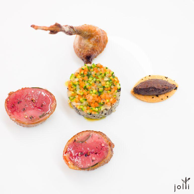 鴿子鼠尾草肉捲-斯佩爾特小麥配蔬菜粒-黑布丁脆餅-馬喬蓮鴿汁