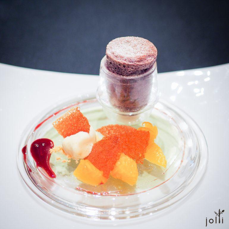 黑加侖梳乎厘配蜜糖冰淇淋和水果