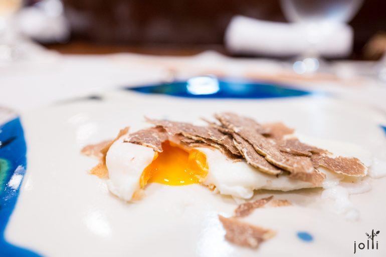 油封鸡蛋配松露