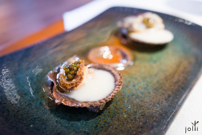 Chlamys varia扇蛤佐鱼子酱及花椰菜汁