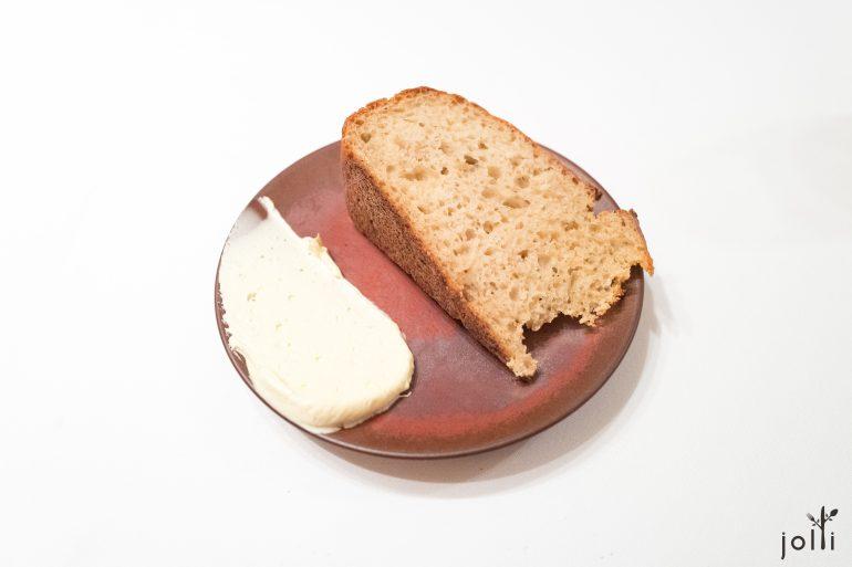 酿造啤酒发酵的面包配酸奶黄油
