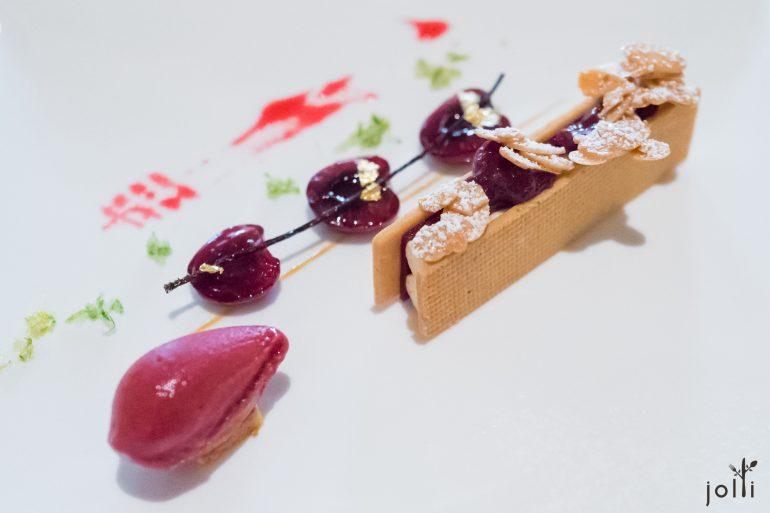 布列塔尼奶油酥饼-杏仁奶油-嫩煎樱桃