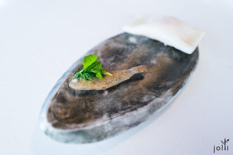 """炸鱒魚配西洋菜及""""浮雲"""""""