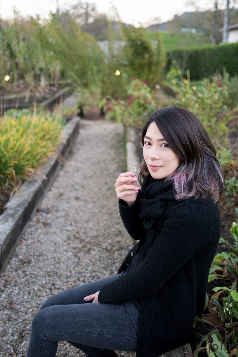 在花园拍照留念