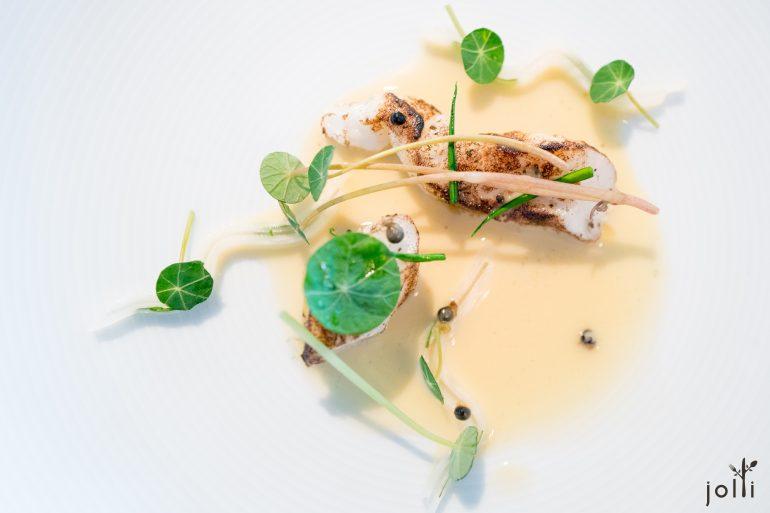 盐腌大菱鲆-块根芹-腌松果及野韭菜