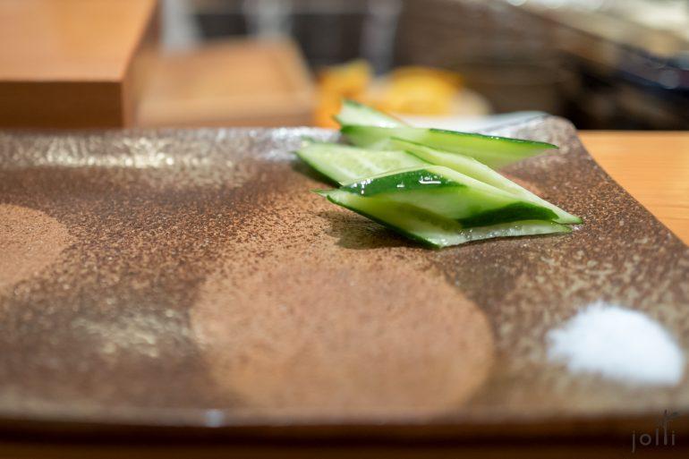 夏酸橘青瓜蘸鹽吃