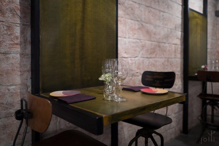 走简约风的装潢及餐桌布置