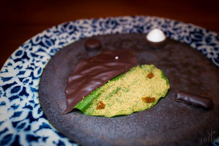 黑巧克力及小茴香粉的槟榔叶