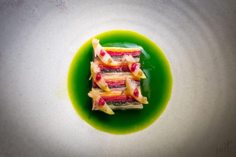 多种根菜配海鳟贻贝芝麻菜油出汁