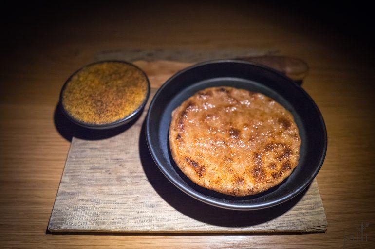 火烤面包配以樱桃木风味黄油