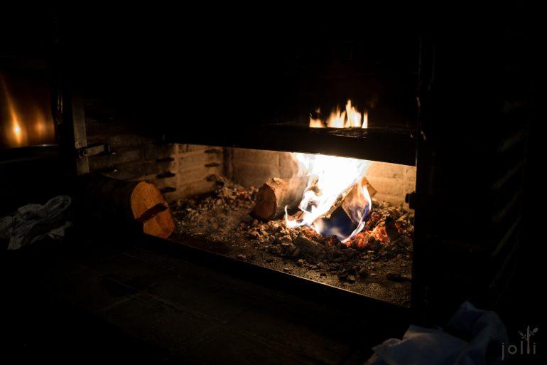 厨房里的炭炉
