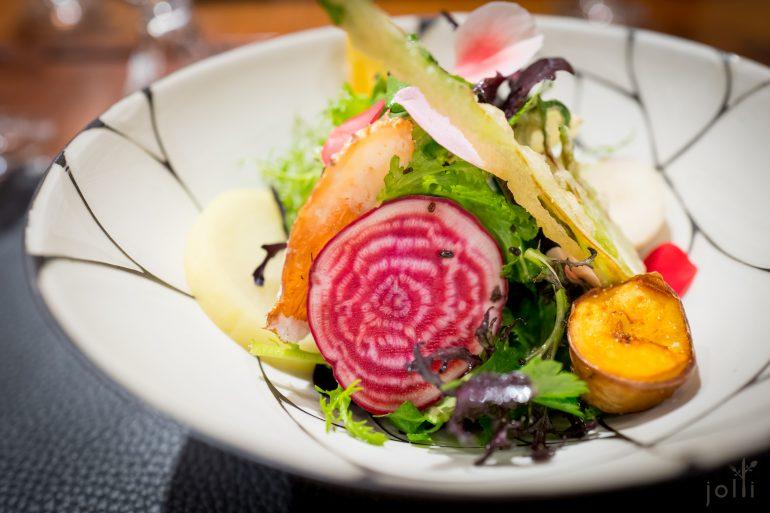 20多種蔬菜的沙拉配昆布醬汁