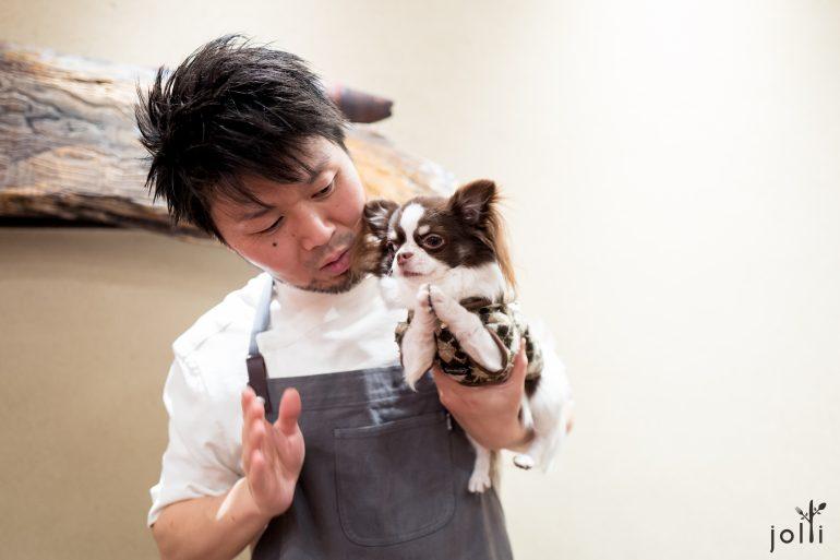 長谷川他帶著小狗Puchi Junior跟我們道別
