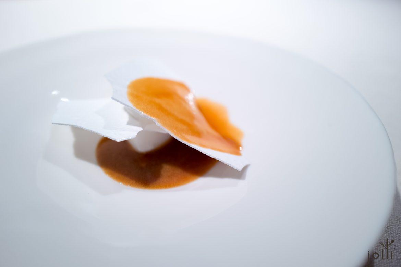 干咸蛋白-山羊酸奶油雪芭-焦糖迷迭香酱