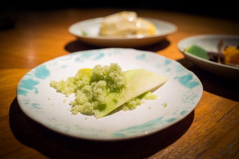 青芒果配辣椒、盐及糖