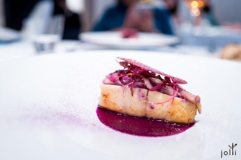平鱸魚佐紫甘藍醬汁及春季蔬菜
