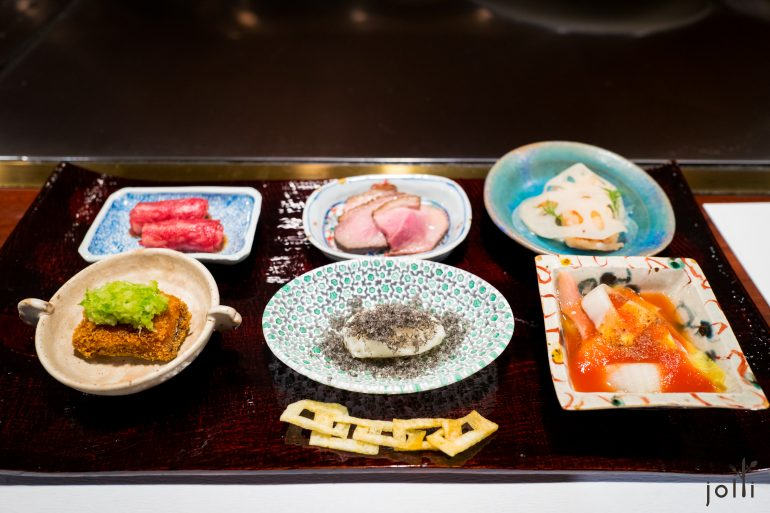 生牛肉卷、咖啡鸭胸、莲藕配虾、炸星鳗、百合泥佐干鱼子酱、番茄汁北极贝