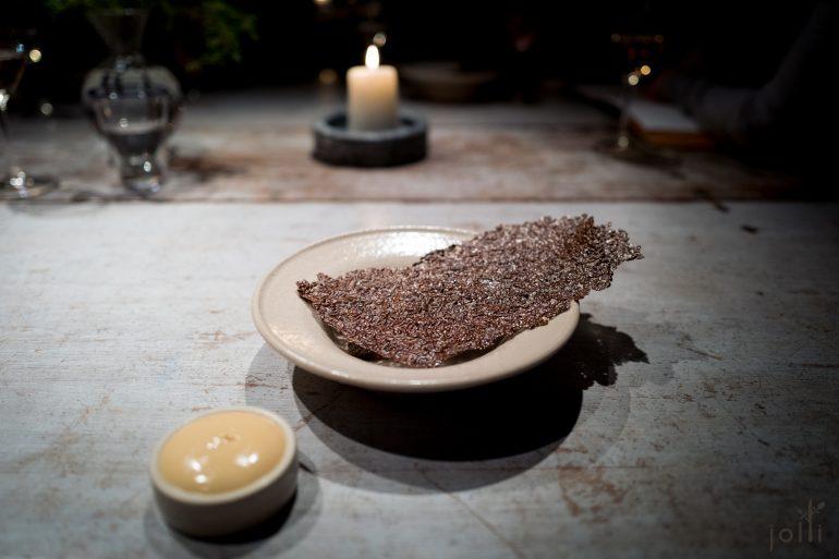 亚麻籽白醋薄脆蘸紫贻贝蛋黄酱