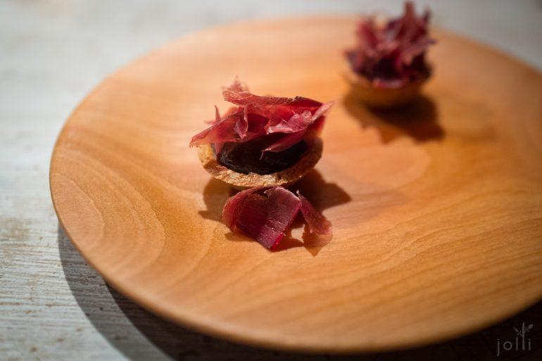 盐腌鹿肉片葵花籽派
