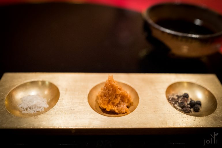 肉眼可以配盐、辣根、黑胡椒或酱油