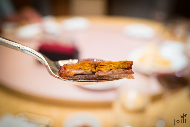 豬肉、雞肝及肥豬肉三片疊成