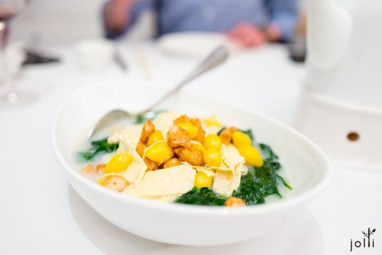 魚湯腐竹白果蒜子浸菠菜