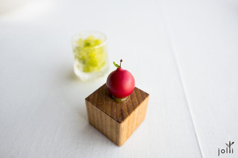 苹果鹅肝和火箭菜雪葩