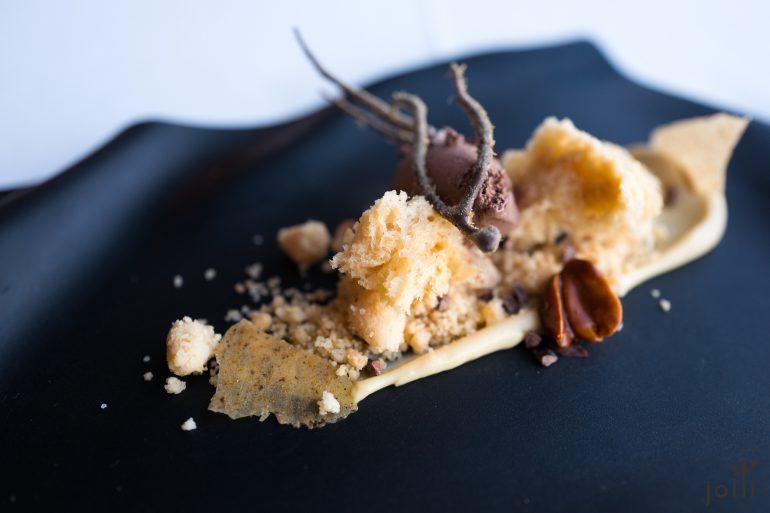 巧克力冰淇淋-花生碎-花生海绵蛋糕-甘草脆片