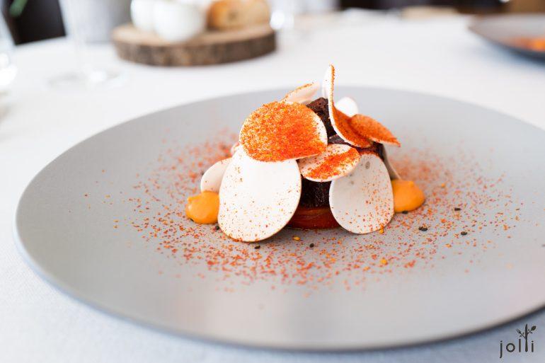 辣粉巴黎蘑菇和牛蘸佐修隆醬
