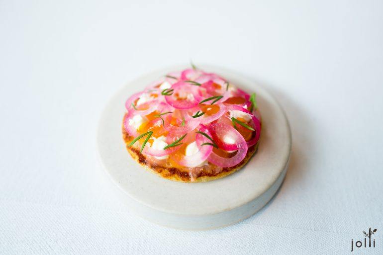 渍红洋葱及发酵鳟鱼挪威土豆饼